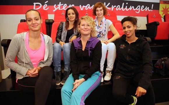 Rotterdam - voetbal -  bij SBV Excelsior  - Yes, we care - training en sporten voor vrouwen - begeleiding - in het Leercentrum op Woudestein en het sportgebouw op de Erasmus Universiteit  - foto Carla Vos/Cor Vos © 2014